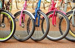 (Popova Valeriya/Shutterstock.com) Bunte Fahrräder im Fahrradverleih in Lippstadt