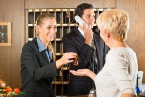 Freundlich empfangen werden bei Langzeitwohnen in Hotels
