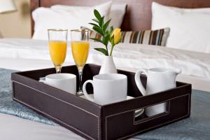frischer Orangensaft und Kaffee am Morgen für Paare in Lippstadt