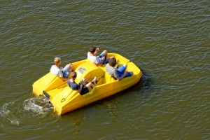 (Angelina Dimitrova/Shutterstock.com)Tretbootfahren Alberssee Lippstadt