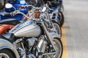 (mr-interior/Shutterstock.com) kostenfreie Parkplätze für Motorradfahrer an den Bikerunterkünften Lippstadt