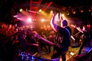 (Andrey_Armyagov/Shutterstock.com) Gute Stimmung beim Rathausplatz-Festival