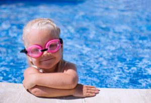 (epicureyka/Shutterstock.com) Badespaß für Groß und Klein