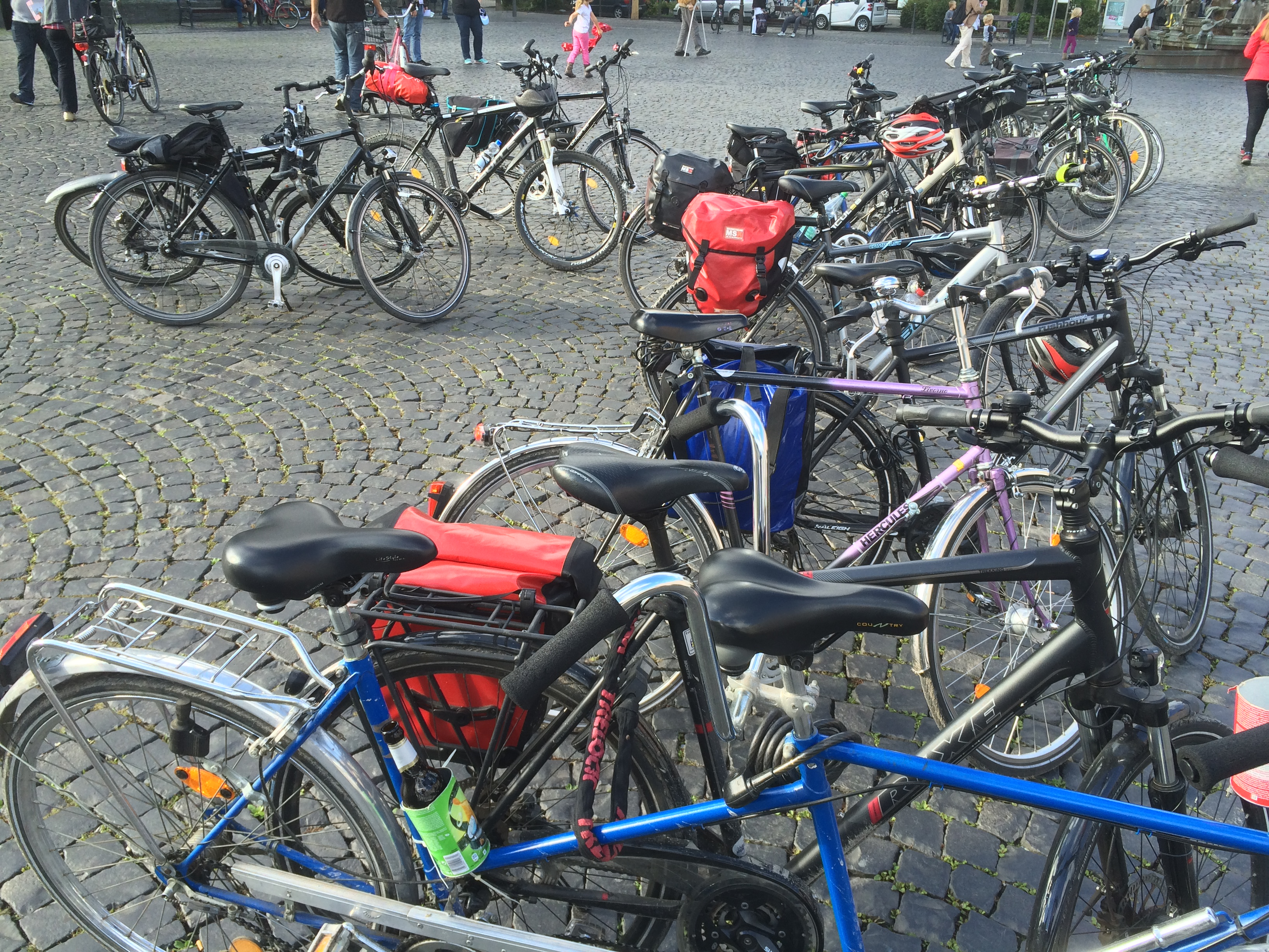 Fahrräder auf dem Rathausplatz in Lippstadt