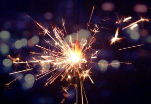(aimy27feb/Shutterstock.com) Silvesterparty Lippstadt: Sich auf die Wunder im nächsten Jahr freuen und das Feuerwerk genießen.